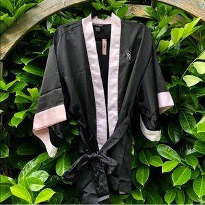 Victoria's Secret NWT black and pink kimono